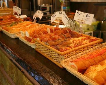 01月17日 16:54 おススメ!!!パンバイキングランチ!!!! ¥1000+税~☆☆選べるパスタ&メイン全16種類にパンバイキング・サラダorスープ・ドリンクがセットになったお得なランチです☆ http://r.gnavi.co.jp...